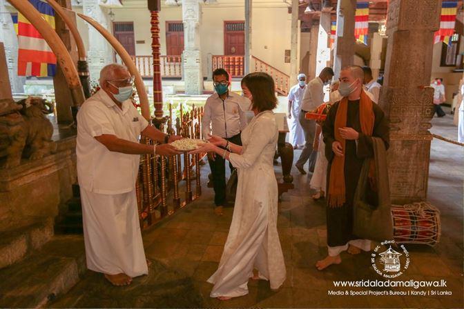 The Ambassador of Vietnam Visited Sri Dalada Maligawa