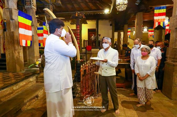 The Chief of the Army Staff of the Indian Army visited Sri Dalada Maligawa today